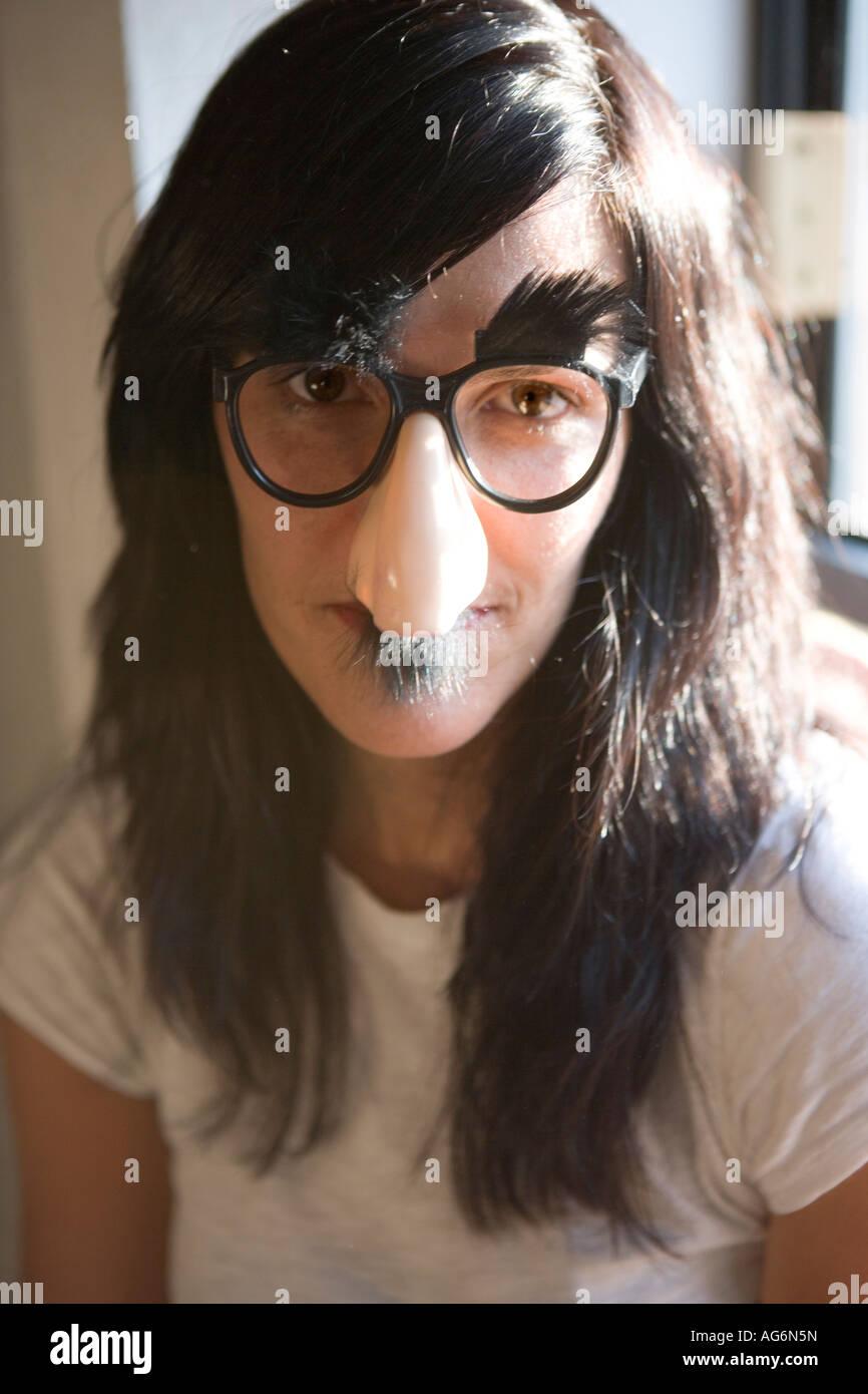 ?u=http%3A%2F%2Fc8.alamy.com%2Fcomp%2FAG6N5N%2Fwoman-wearing-silly-groucho-marx-mask-with-big-nose-eye-glasses-and-AG6N5N.jpg&f=1