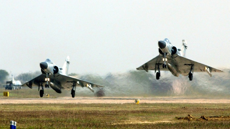 India test-fires Mica missiles from Mirage 2000 even as Pakistan carries out air force drills
