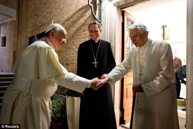 Popes Francis and Benedict meet to exchange Christmas ...