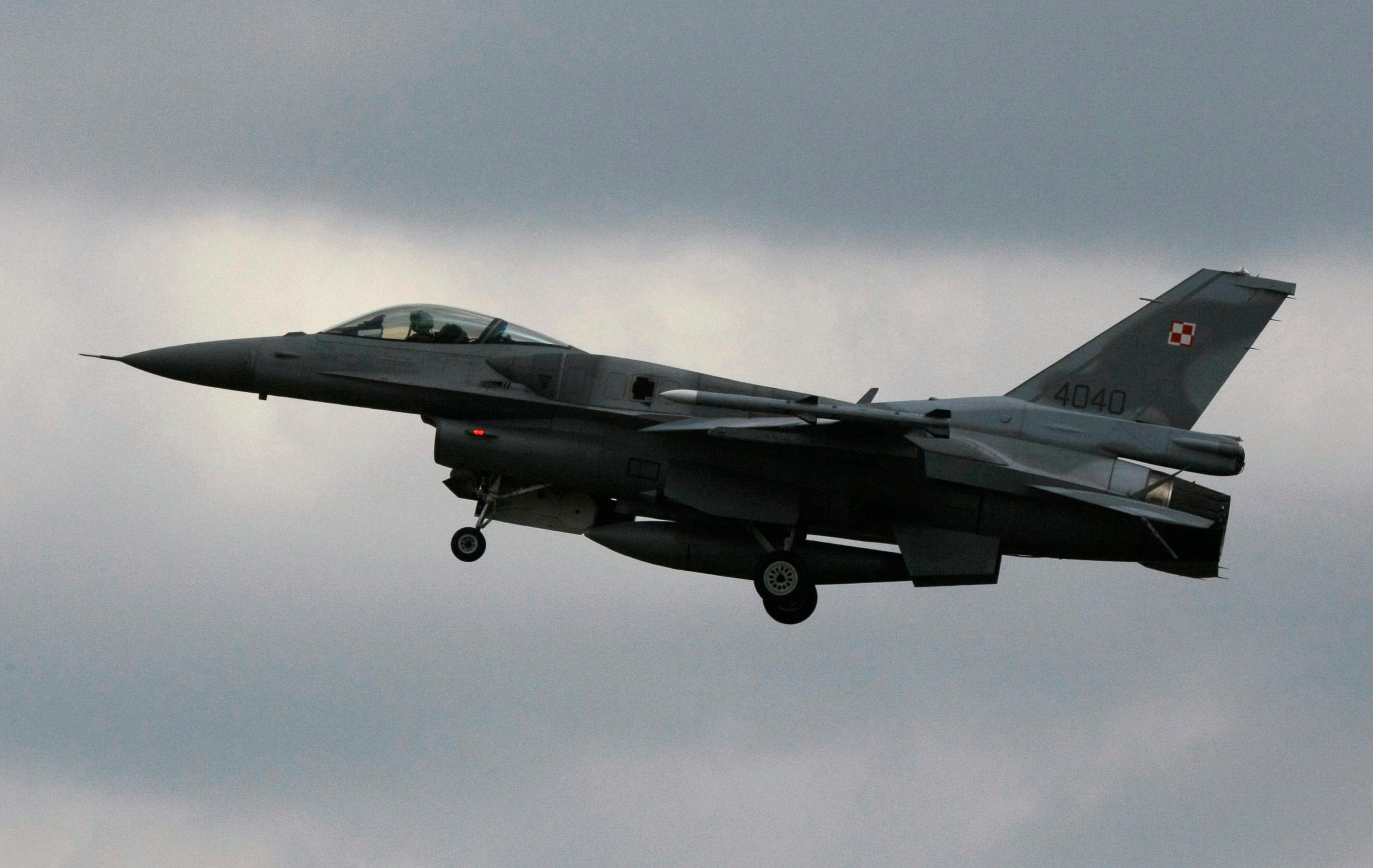 Poland to deploy F-16 combat planes to Syria in reconnaissance role - Business Insider