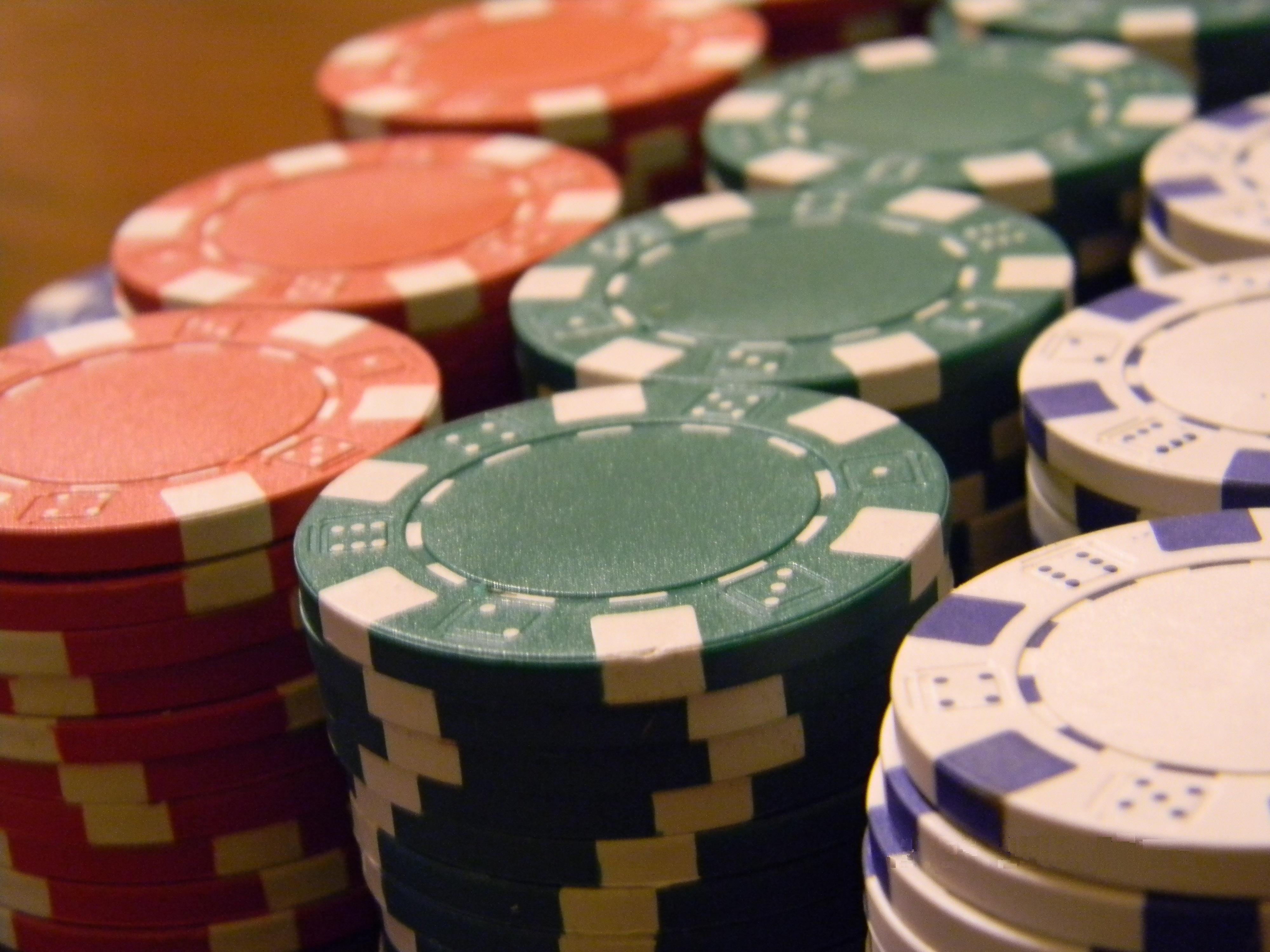 File:Poker chips 2.jpg - Wikimedia Commons