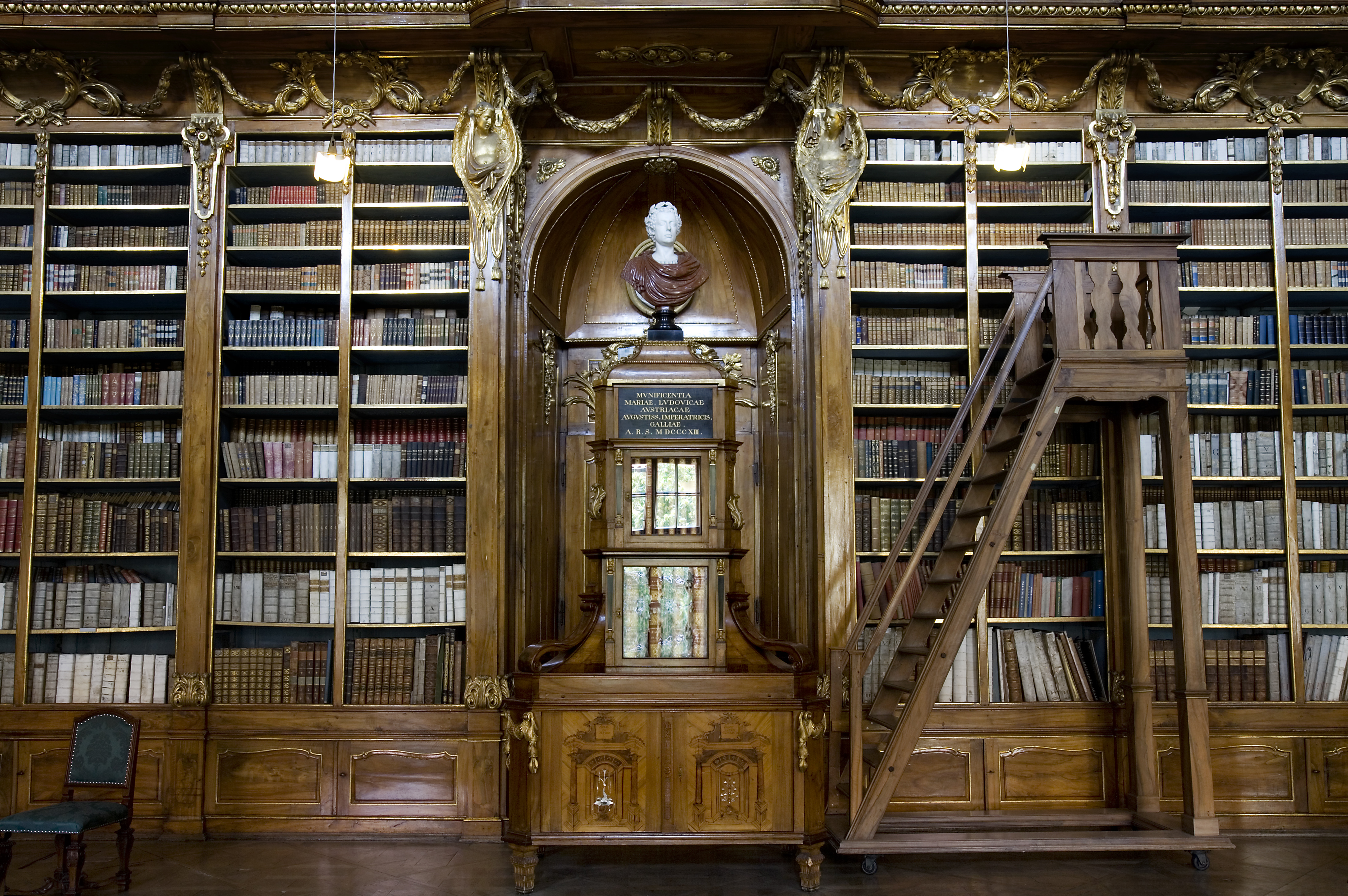 File:A Baroque library, Prague - 7529.jpg - Wikimedia Commons