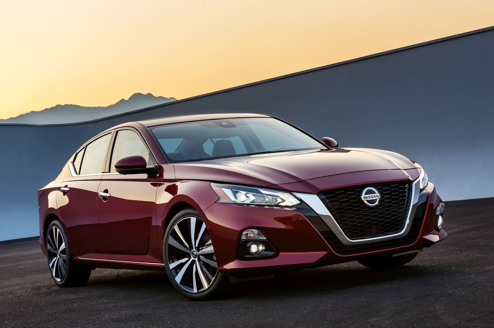 2020 - [Nissan] Sentra / Sylphy ?u=http%3A%2F%2Fwww.autoguide.com%2Fblog%2Fwp-content%2Fgallery%2F2019-nissan-altima-debut%2F2019-Nissan-Altima-01