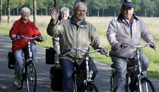 Safety researchers recommend bike helmets for children, elderly - DutchNews.nl