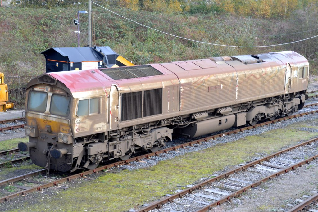 Tonbridge GBRF | 66721 Harry Beck in filthy condition ...