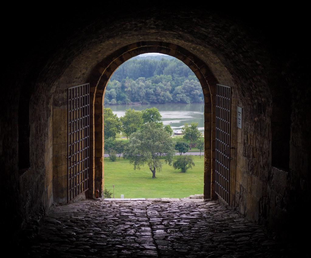 Door to another world! - Kalemegdan Park   Pedja ...