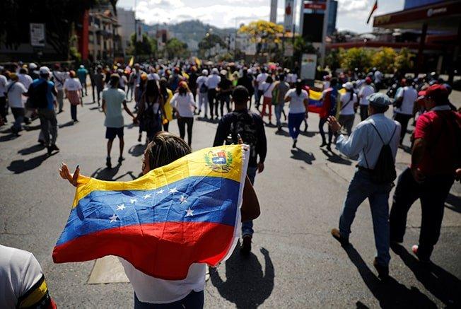 Venezuelan general urges military to disavow Maduro as ...