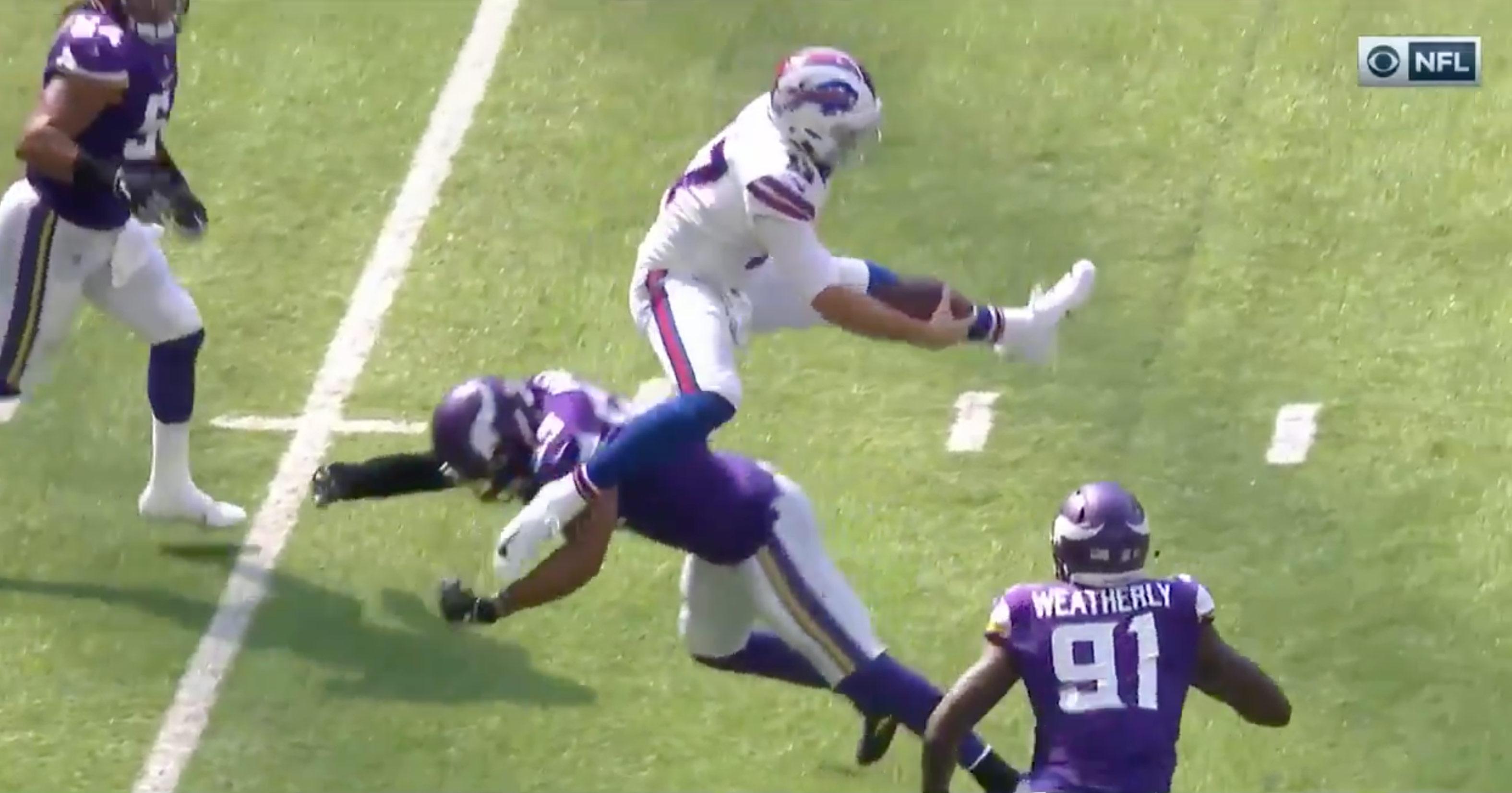 "Bills QB Josh Allen Just Hurdled 6'5"" Vikings Linebacker ..."