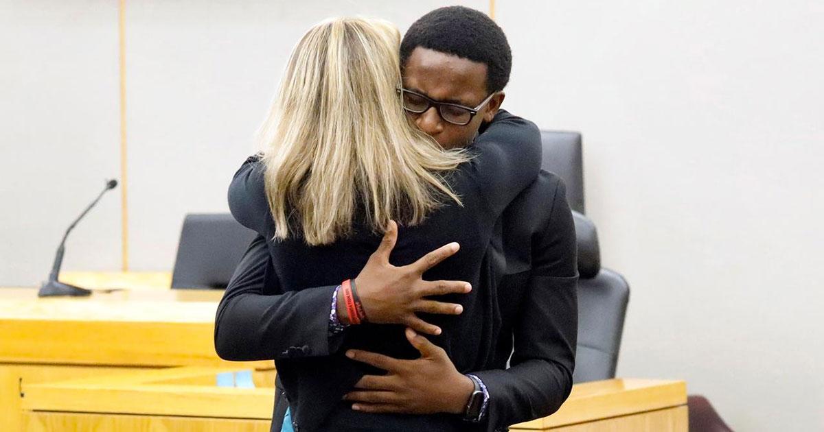 Botham Jean's Brother Forgives Amber Guyger, Hugs Her ...