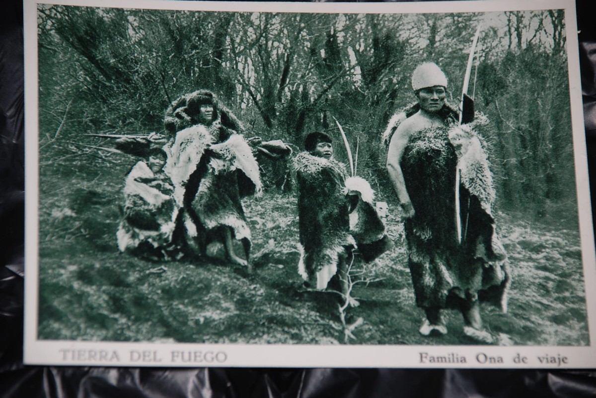 Une autre époque ?u=https%3A%2F%2Fhttp2.mlstatic.com%2Fantiguas-foto-postales-indigenas-onas-patagonia-agostini-D_NQ_NP_1199-MLC4328315146_052013-F