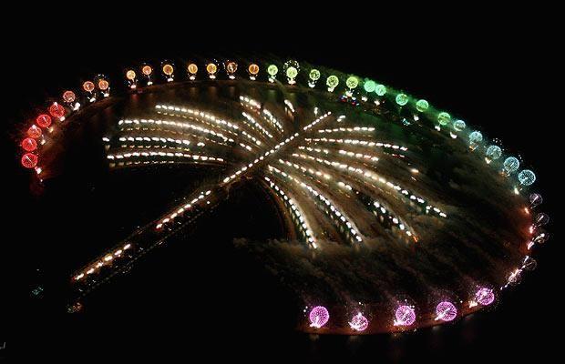 Superb Aerial Shot of Atlantis Dubai Fireworks | Places I'd Like to Go | Pinterest | Palm ...