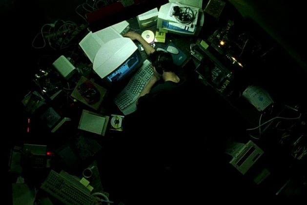 plot explanation - Why does Neo's cubicle not look like ...