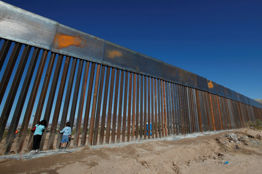 Trump to sign executive order on building Mexican border ...