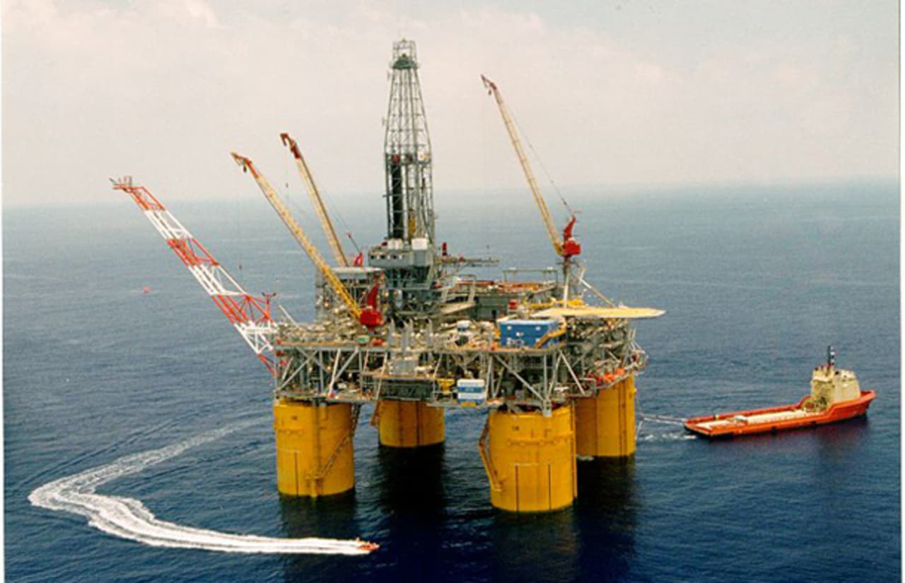 Life on Board a Gulf of Mexico Oil Drilling Platform