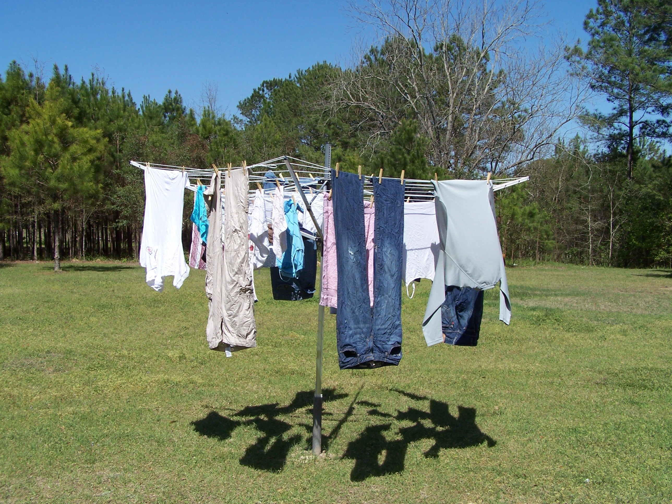 Things I Love Thursday: Drying Clothes Outside | Kinda ...