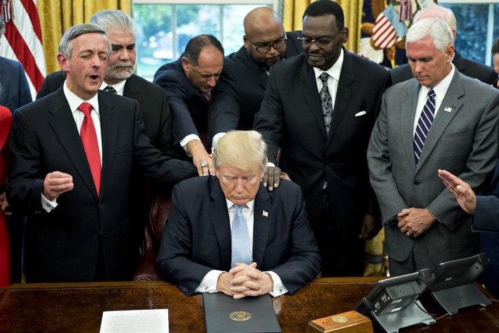 https://proxy.duckduckgo.com/iu/?u=https%3A%2F%2Fmedia.newyorker.com%2Fphotos%2F5ae0e7b883bdae0a88932ce2%2Fmaster%2Fw_727%2Cc_limit%2FBeaty-Evangelicals-Trump.jpg&f=1