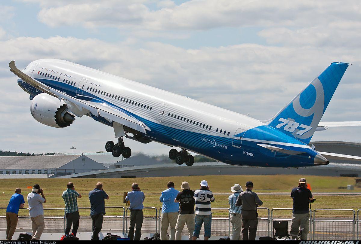 Boeing 787-9 at the Farnborough International Airshow 2014 ...