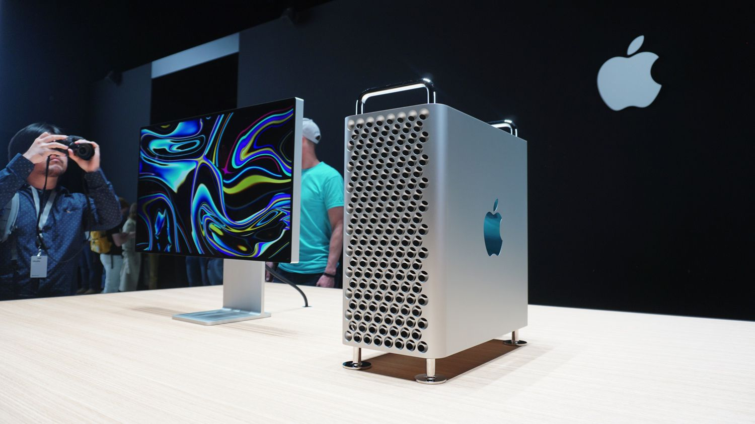 Apple's new $6,000 Mac Pro is a monster of a computer inside and out - Tech - Mashable ME