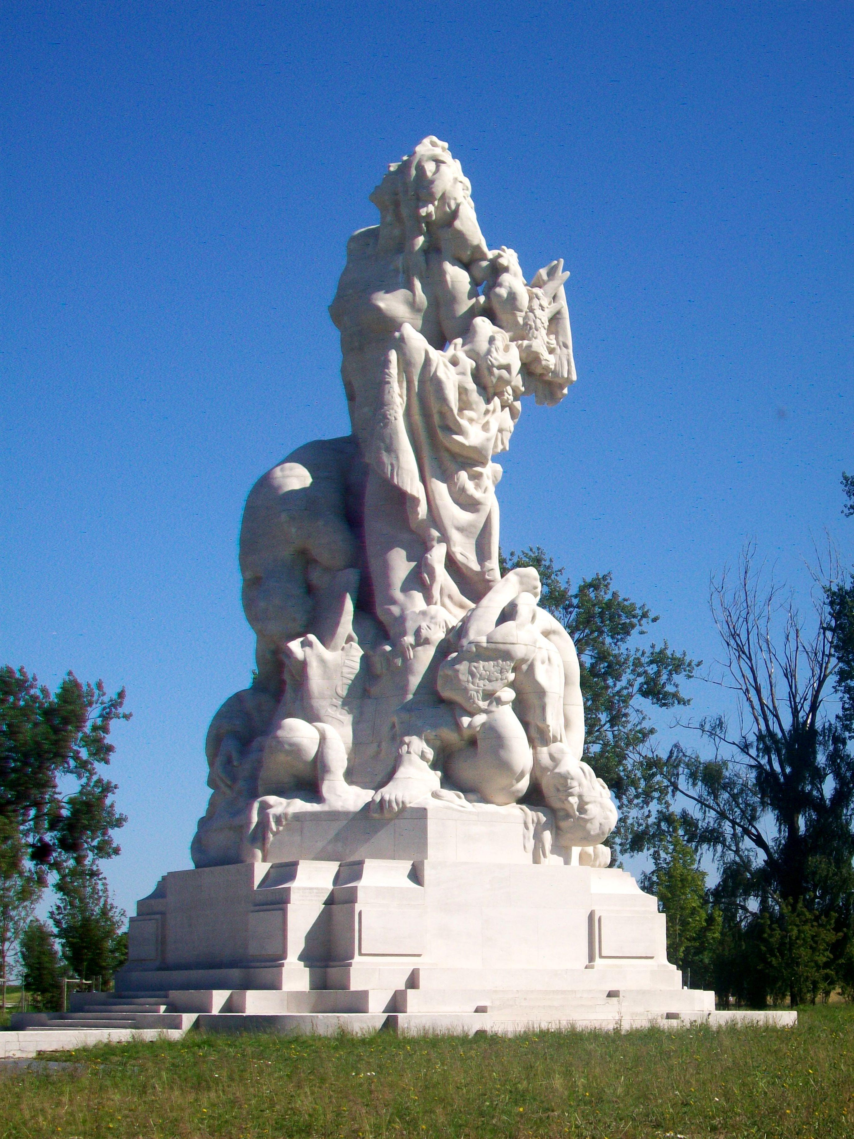 File:Meaux (77), monument de la Liberté éploré (American memorial).jpg - Wikimedia Commons