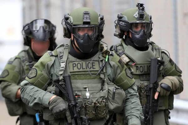 Des costumes de policier et policière pour petits et grands