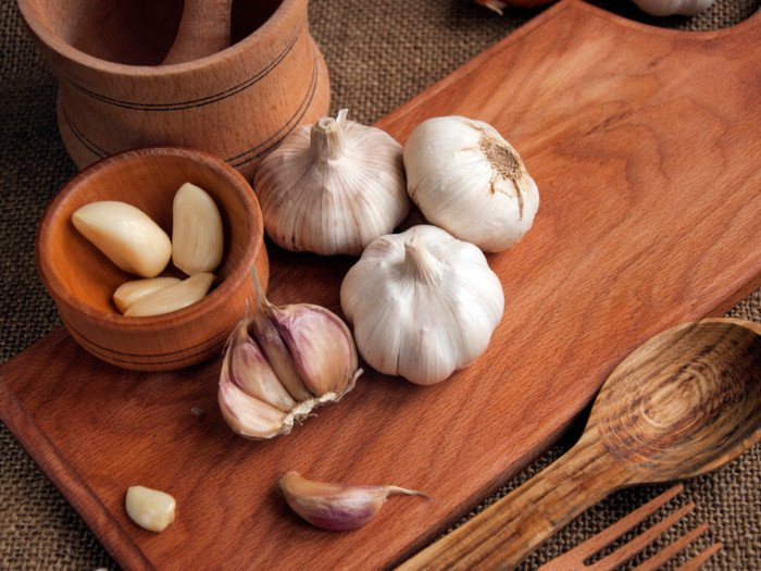 20 Amazing Benefits of Drinking Garlic Juice | Organic Facts